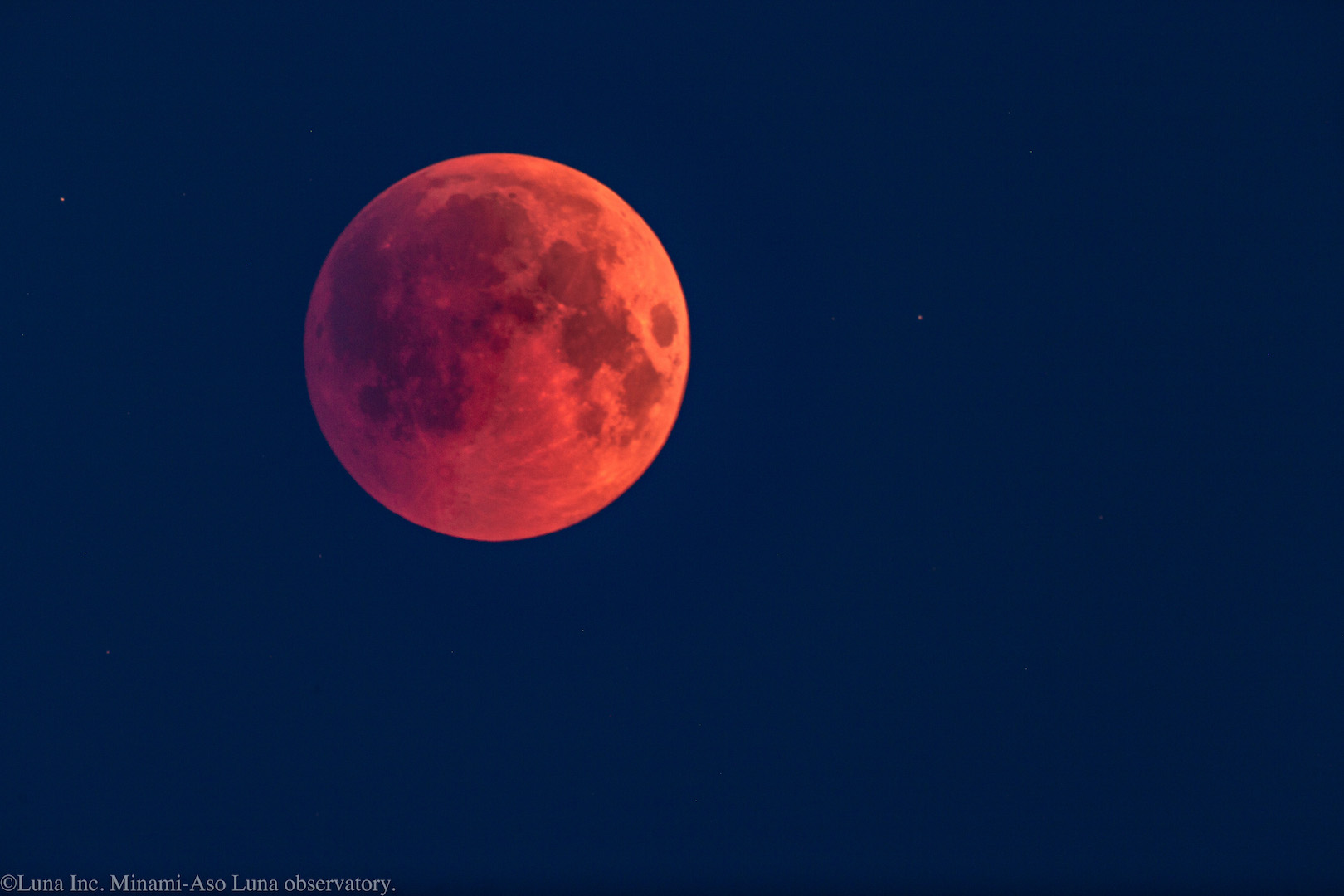 7/28早朝、皆既月食の月(クリックで拡大)